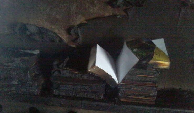 Bibelen overlevde flammene.