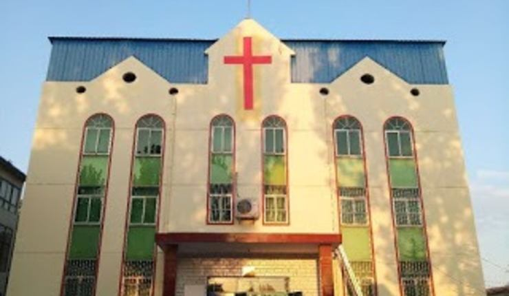Kirke i Henan-provinsen tvunget til å heise kinesisk flagg. Foto: ChinaAid