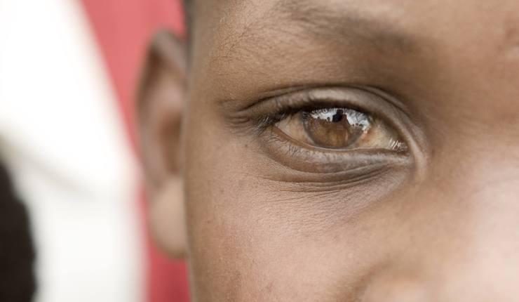 Foto: Gutt på skole ved Mount Meru av DavidDennisPhotos.com