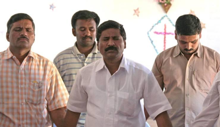 Illustrasjonsfoto: Indiske pastorer i bønn. Foto: Stefanusalliansen