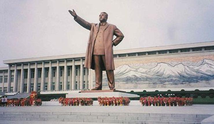 Statue av Nord-Koreas grunnlegger Kim Il-sung. Foto: CSW