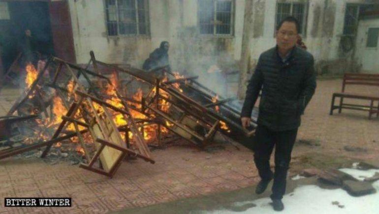 East Street Church i Sunfuji i Shangqiu i Henan-provinsen ble brent.