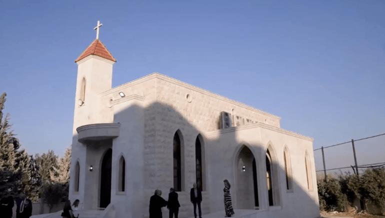 En protestantisk kirke nordøst i Syria der krigen raser mellom en tyrkisk invasjonshær og den kurdiske militsen.